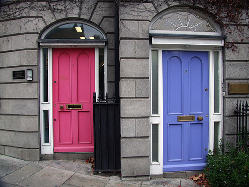 And if I showed Husband that this door exists in - Egads! - Dublin I might just have my way with this sensational pink yellow house. & casapinka: Yellow house pink door