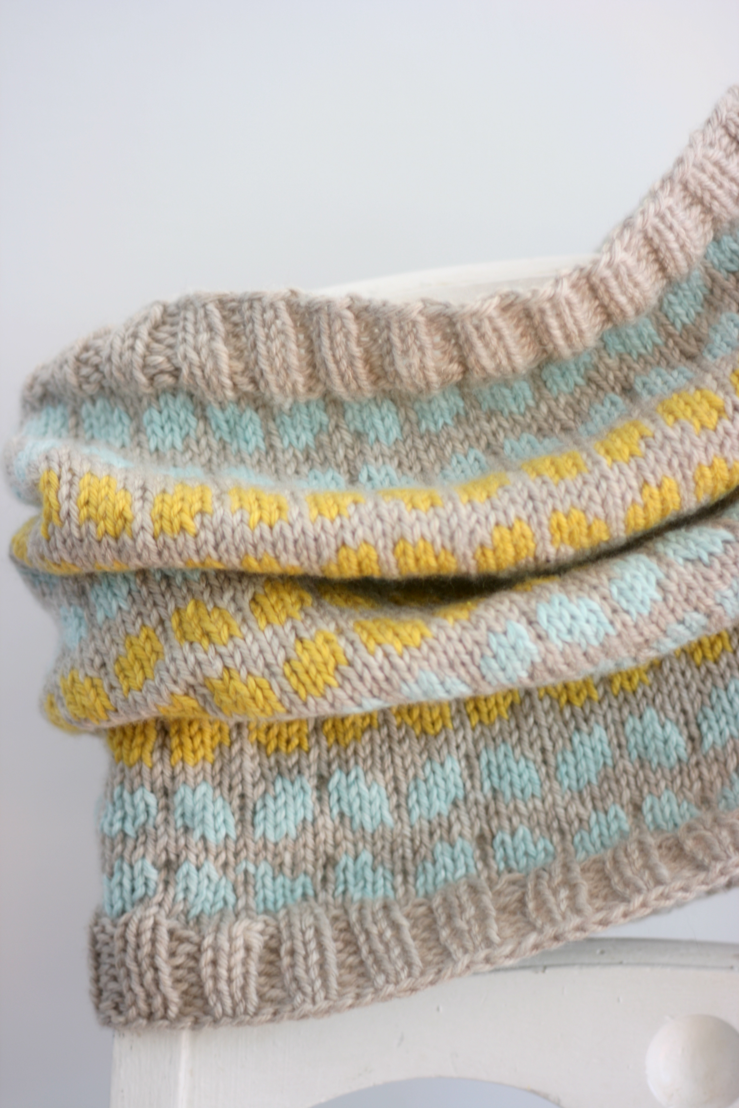 casapinka: Quick Fair Isle Cowls and a Giveaway